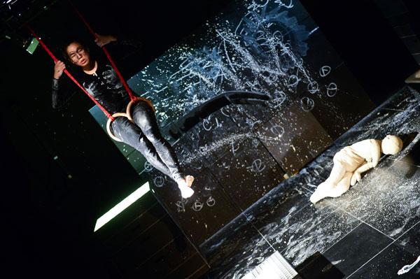 Figurentheater – Fliegende Hunde